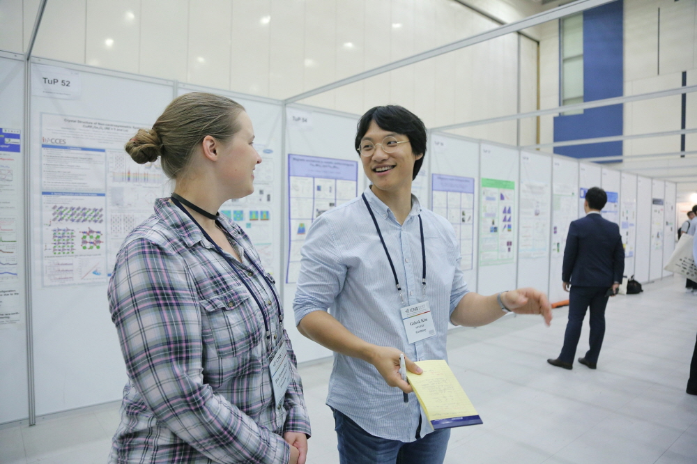 Fremvisning af en poster ved ICNS2017 konference